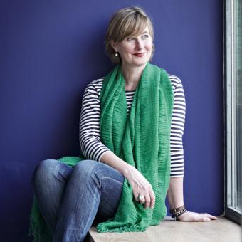 årets färg 2013 rich blue vägg kvinna grön scarf